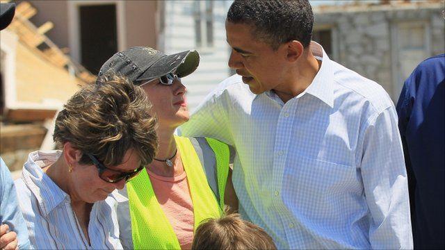 Obama puts arm around woman in Joplin