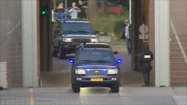 Convoy arrives at detention centre at the Hague