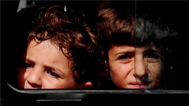 Syrian children arrive at Turkish refugee camp (10 June 2011)