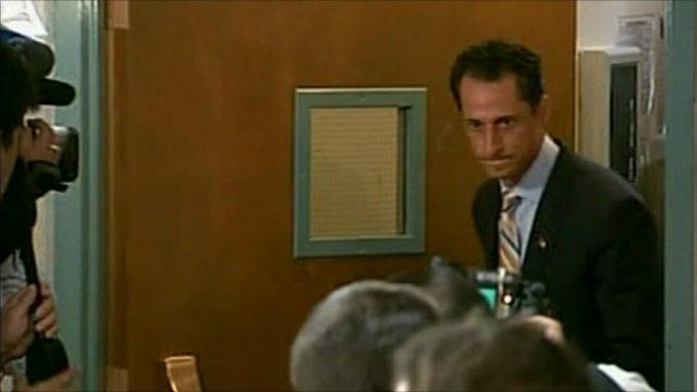 Anthony Weiner arriving at press conference