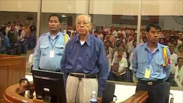 Ieng Sary (centre)