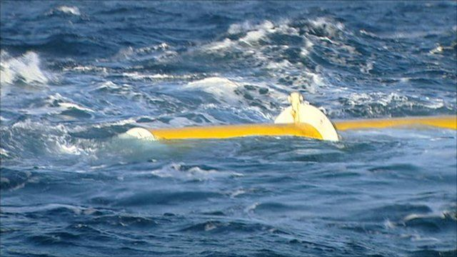 Wave energy device in the sea