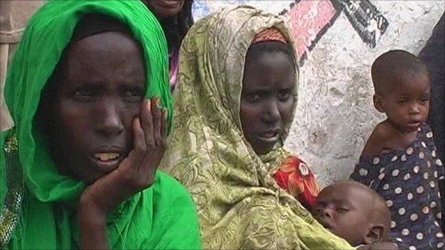 Women and children waiting in Mogadishu