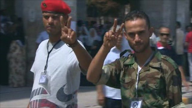Libyans making peace sign with hands