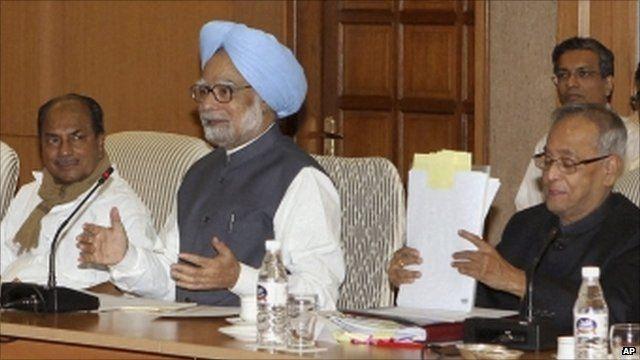 Indian Prime Minister Manmohan Singh (centre)