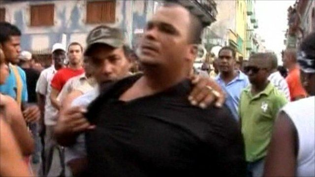 Dissident being arrested in Havana