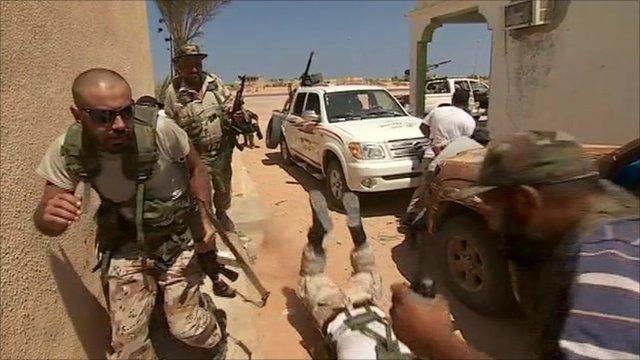 Rebel forces under fire near Sirte