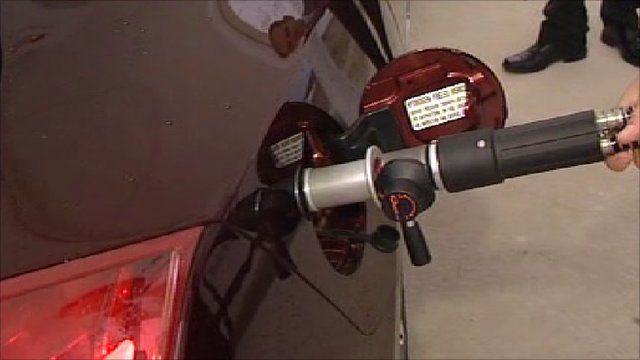 Hydrogen nozzle filling car