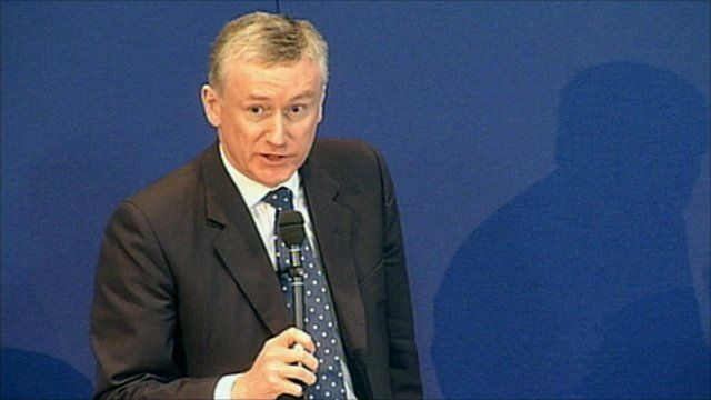 Sir Fred Goodwin apologises to RBS shareholders