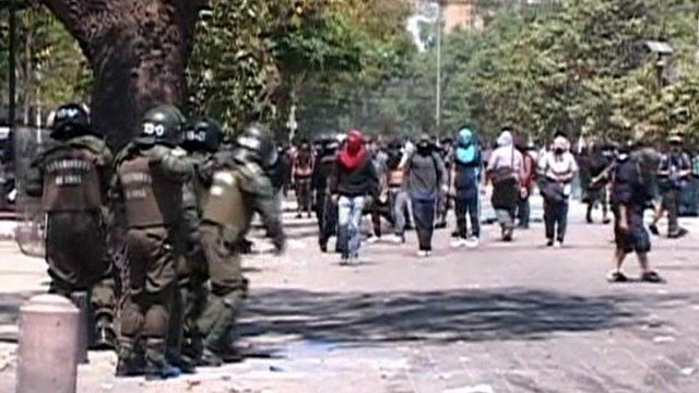 Chilean riot police face masked protesters