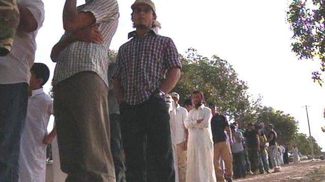 Libyans queue to see Gaddafi's body