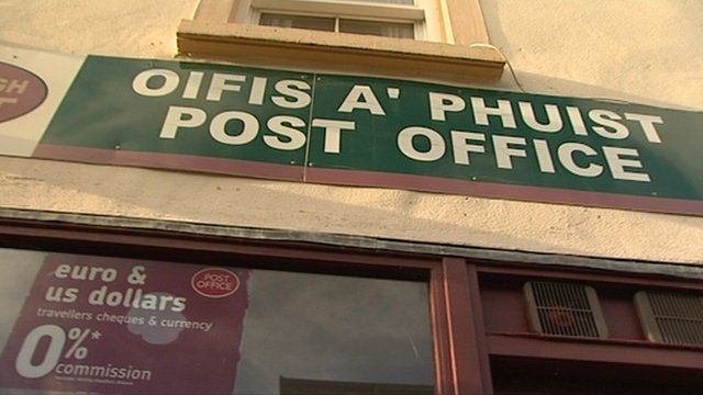 Post office sign in Gaelic and English
