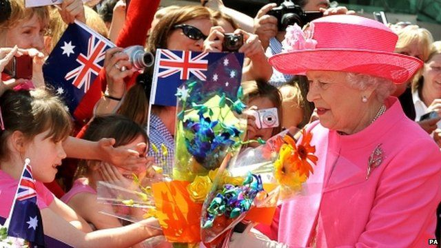 9174a0306e8e Queen in Australia  Thousands greet Royals in Melbourne - BBC News