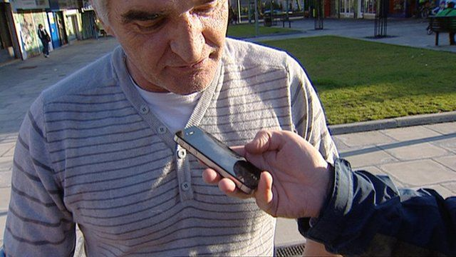 Man holding an iPhone 4s