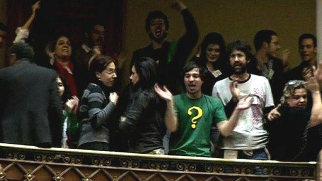 Public celebrates in Uruguay's Congress