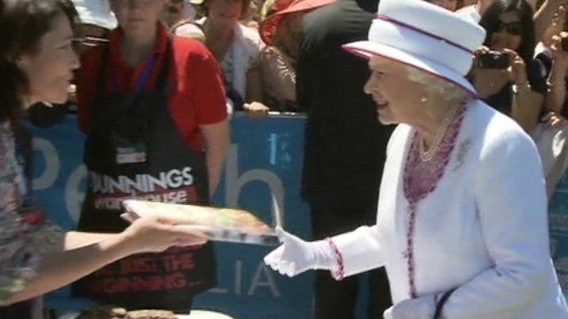 Queen handed sausages at Australian barbecue
