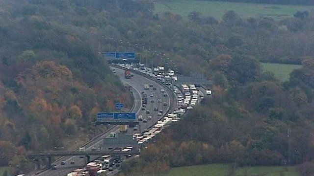 Traffic queuing on the M25