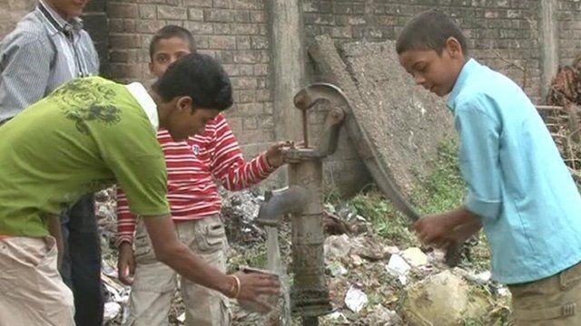 Residents of Motihari city at water pump
