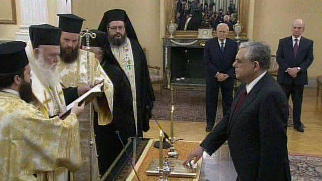 Lucas Papademos being sworn in