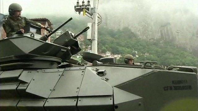 Armoured vehicle enters Rocinha