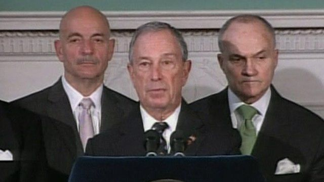 Michael Bloomberg (centre)