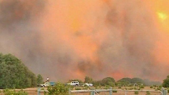 Flames raging in Western Australia bushfire