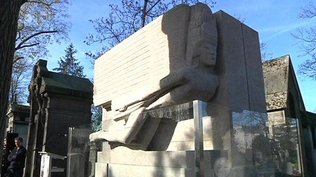 Oscar Wilde's restored tomb
