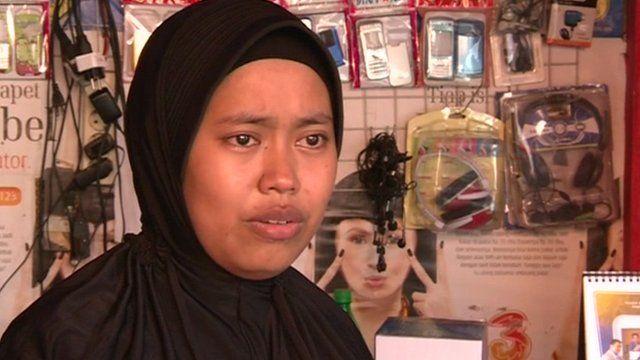 Wardha, mobile phone repair shop owner