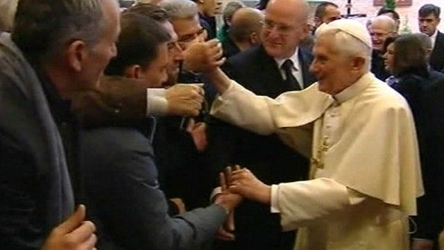 Pope Benedict meets inmates in Rome