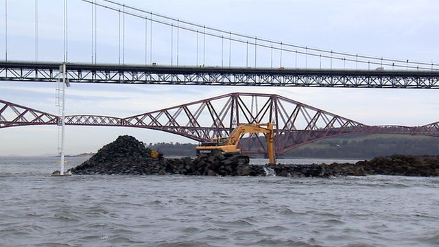 Digger working on the replacement Forth Crossing