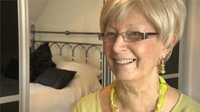 Breast cancer patient Margaret Horrobin in her new wig