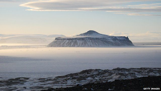 The Cockburn volcano in the South Pole