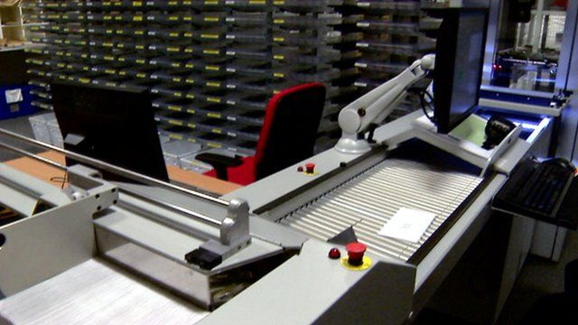 Robotic system sorting mail