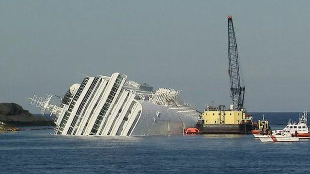Barge alongside the Costa Concordia