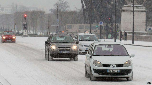 Cars driving through Paris