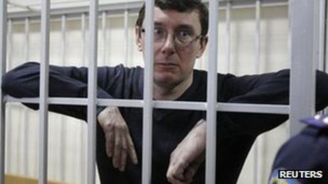 Ukrainian leader Yanukovych pardons Tymoshenko ally