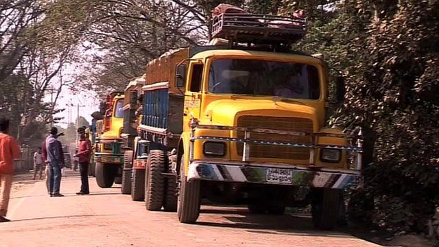 A line of trucks at India's border with Bangladesh