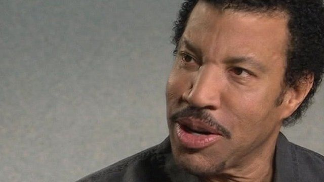 Lionel Richie is teaming up with some of the world's top country music stars.