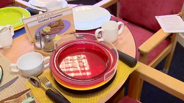 Table setting designed for people with dementia