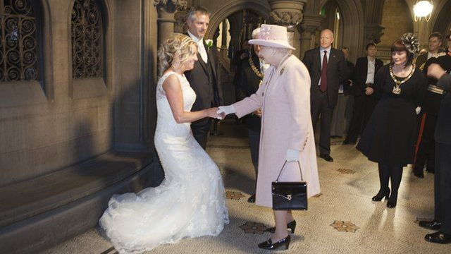 The Queen meets John and Frances Canning