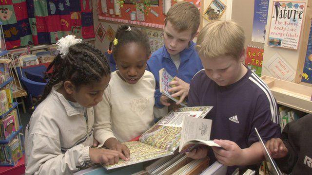 primary school children reading