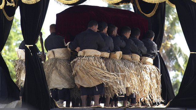 The monarch's flag-draped coffin was escorted to the royal tomb by pallbearers dressed in black