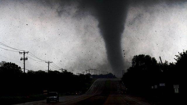 Tornado hits Dallas Forth Worth