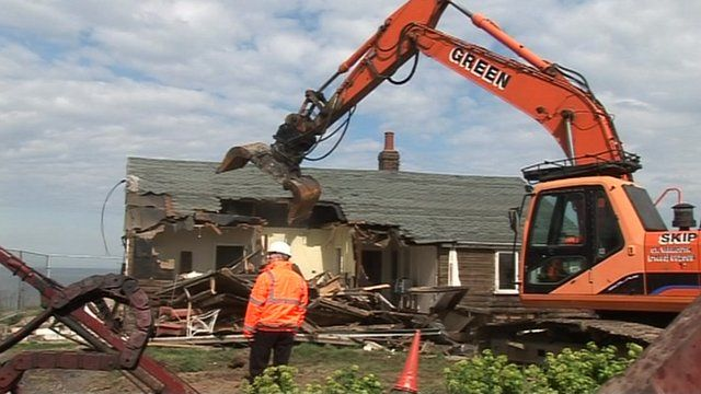 Demolition of house at Happisburgh