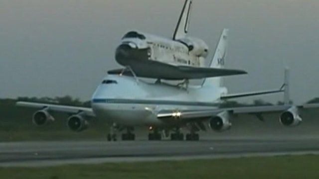 Discovery piggy backs on a 747