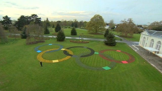 Olympic symbol made of flowers at London's Kew Gardens