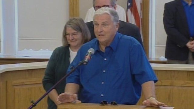Merle Butler and his wife Patricia speak at a news conference in Red Bud, Illinois 18 April 2012