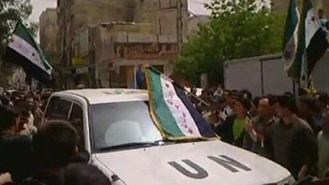 UN observers' car surrounded by Syrian anti-government protesters