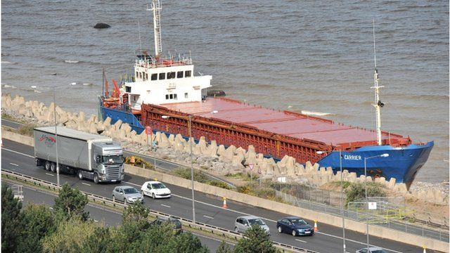 MV Carrier yn Llanddulas