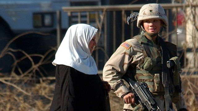 US service woman in Iraq in 2004